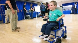 Menor cadeira de rodas elétrica do mundo