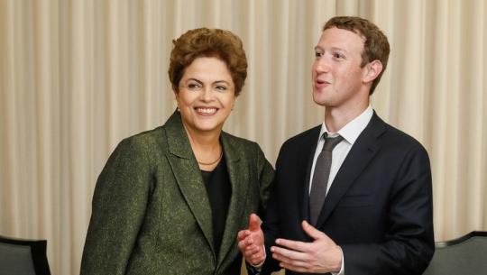 Presidente Dilma Rousseff ao lado de Mark Zuckerberg, criador do Facebook