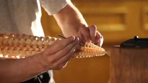 A raspagem transforma um bastão de madeira numa linda obra de arte