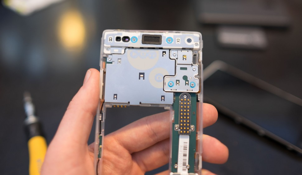 Desmonte do Fairphone 2 (1)
