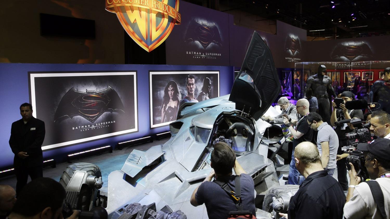 """O incrível Batmóvel do filme """"Batman vs. Superman"""" é revelado oficialmente - Gizmodo Brasil"""