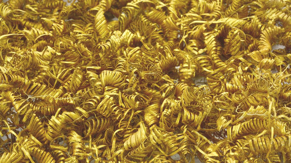 Arqueólogos ficam surpresos ao descobrir 2.000 pequenas espirais de ouro
