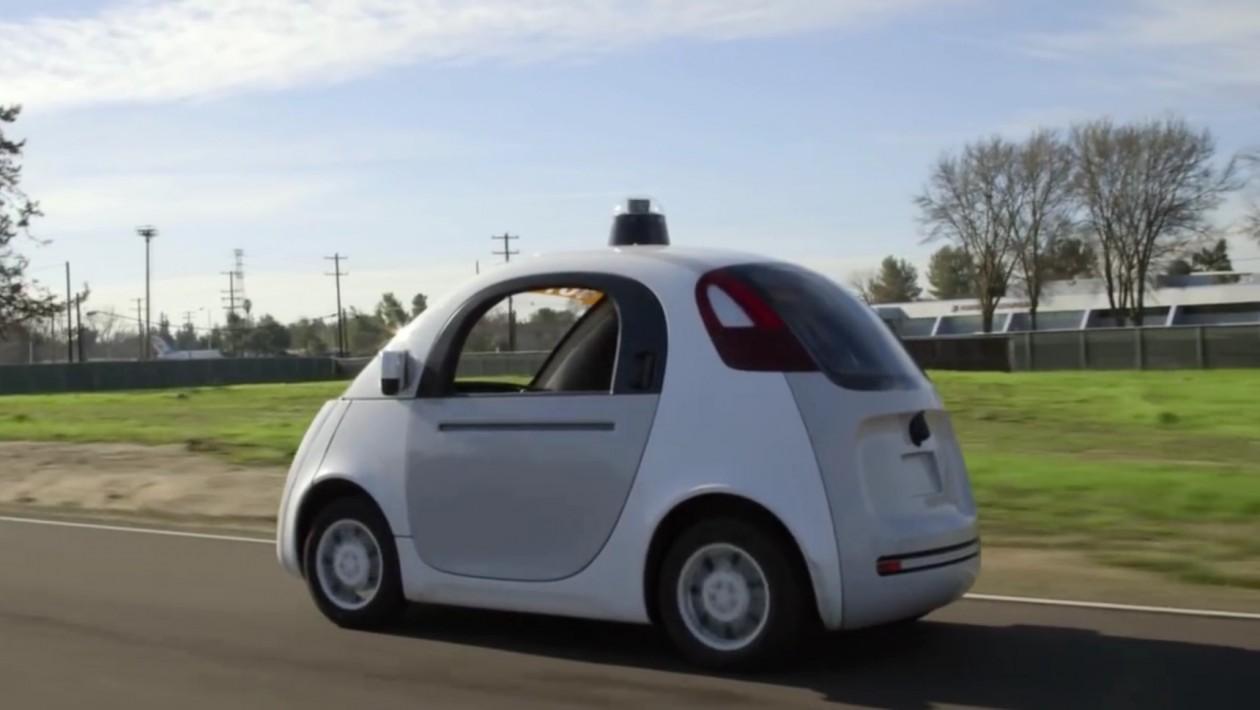 Carro autônomo do Google sofre batida mais uma vez por causa de humanos distraídos
