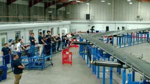 Facebook mostra o enorme drone que vai distribuir internet usando lasers