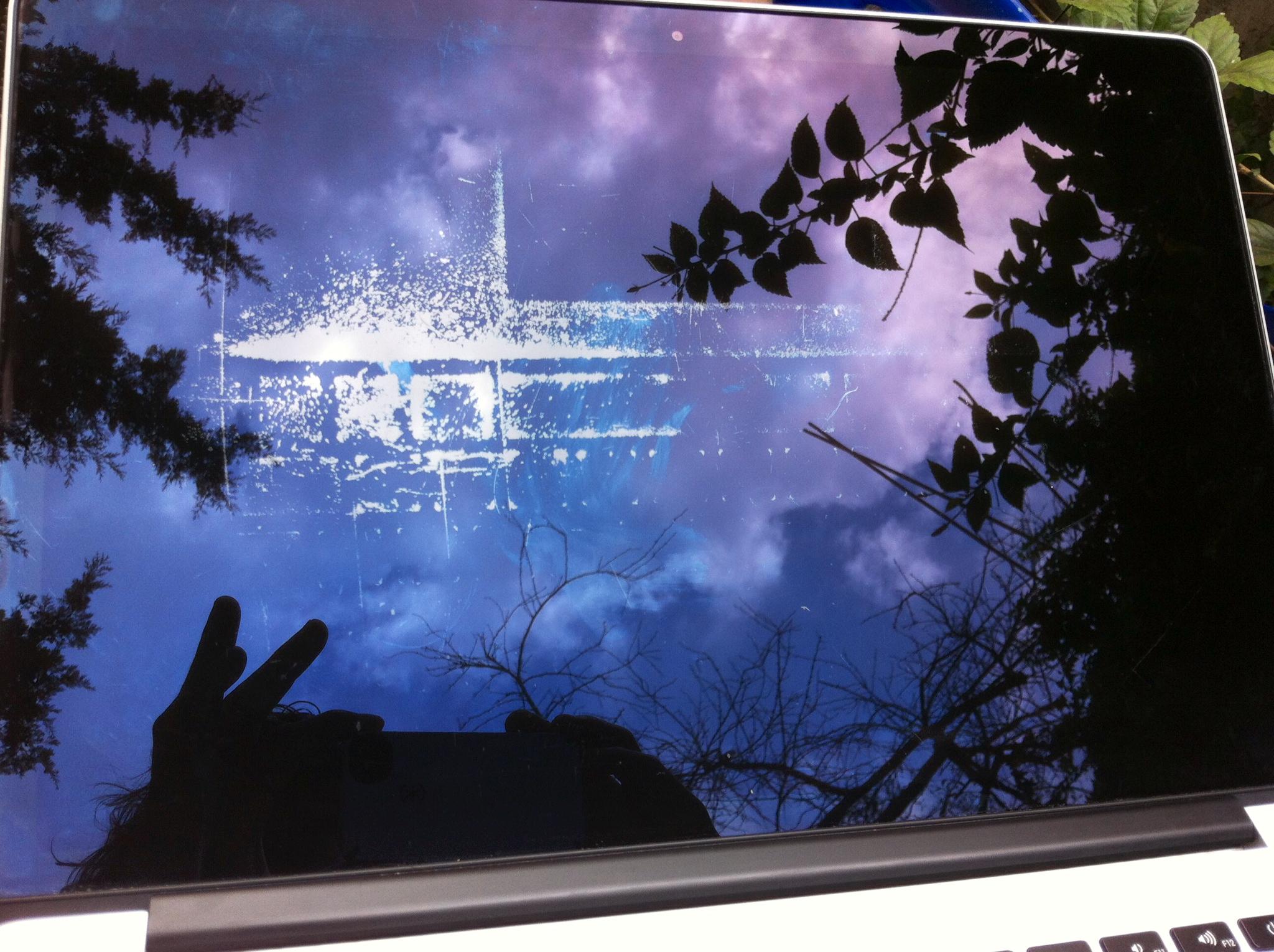 Apple enfim admite problema em telas Retina manchadas do MacBook