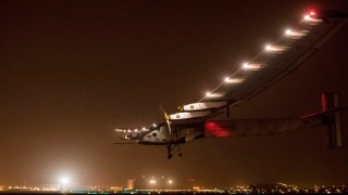 Solar Impulse 2 pousando