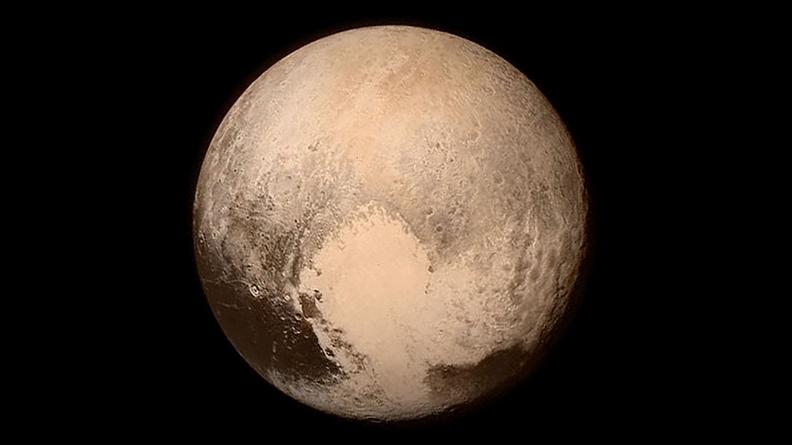 Plutão continua a não ser um planeta, mas ele é maior do que imaginávamos
