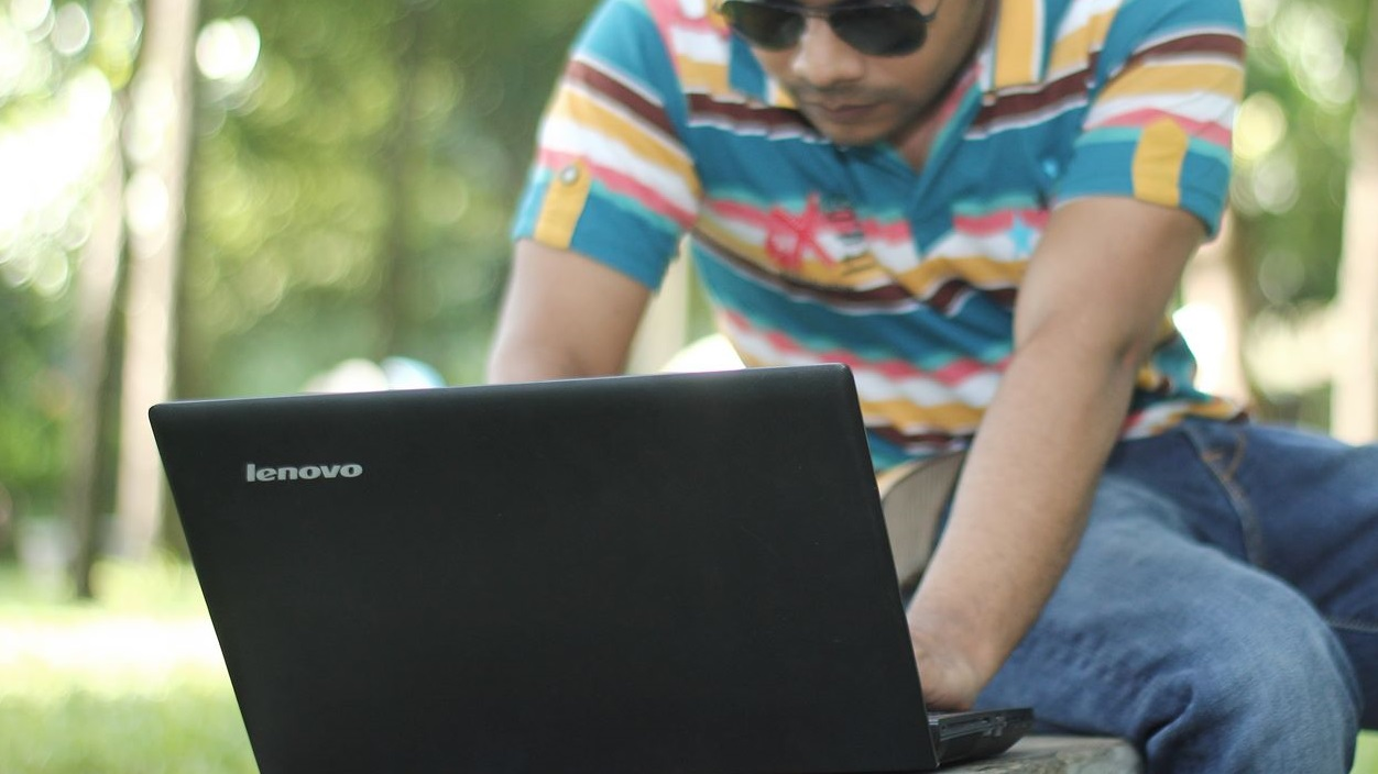 Usando laptop da Lenovo