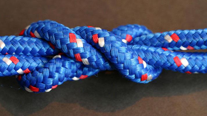 Físicos tentam encontrar a melhor maneira de amarrar cadarços e dar nós em fios