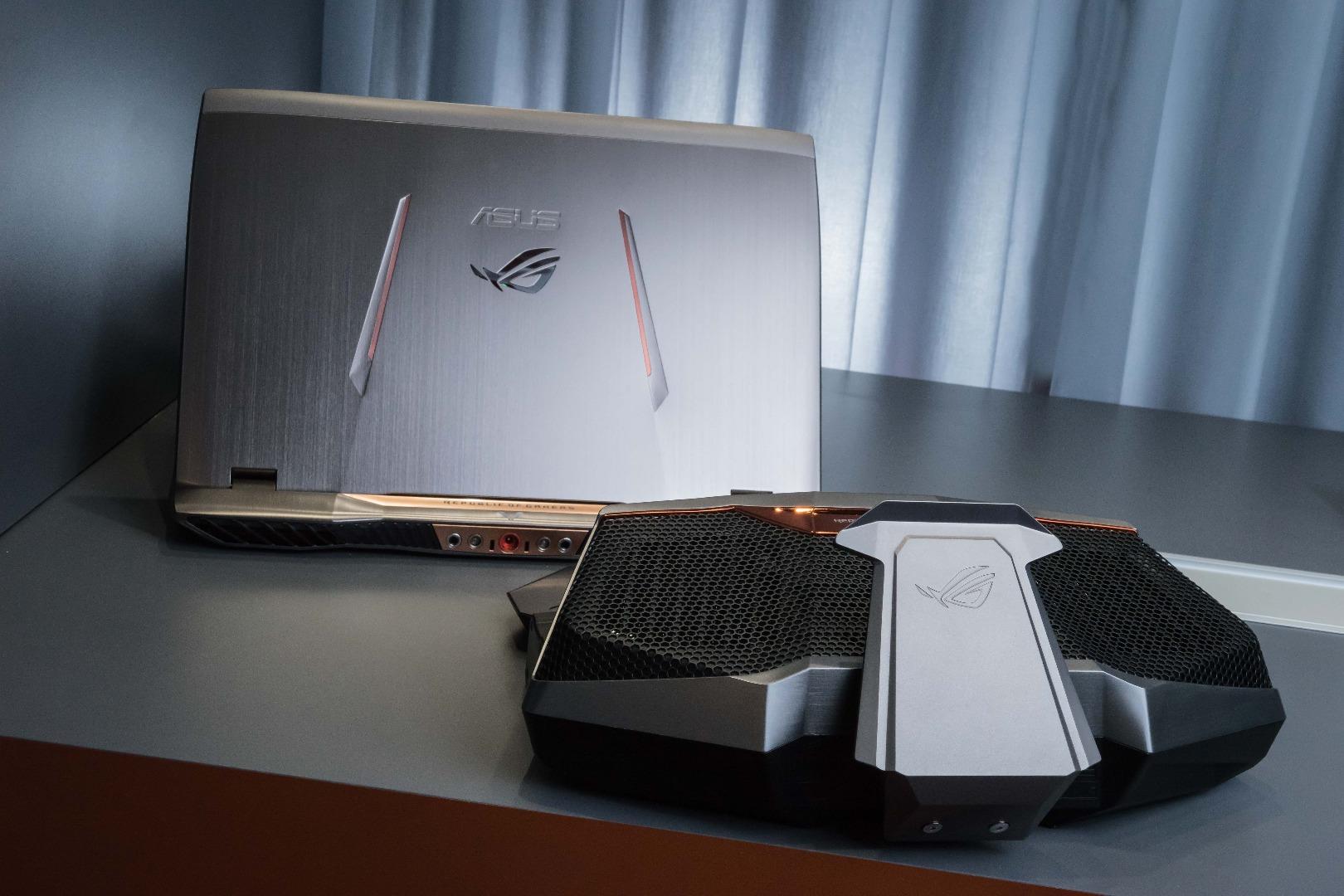 Asus GX700 (2)