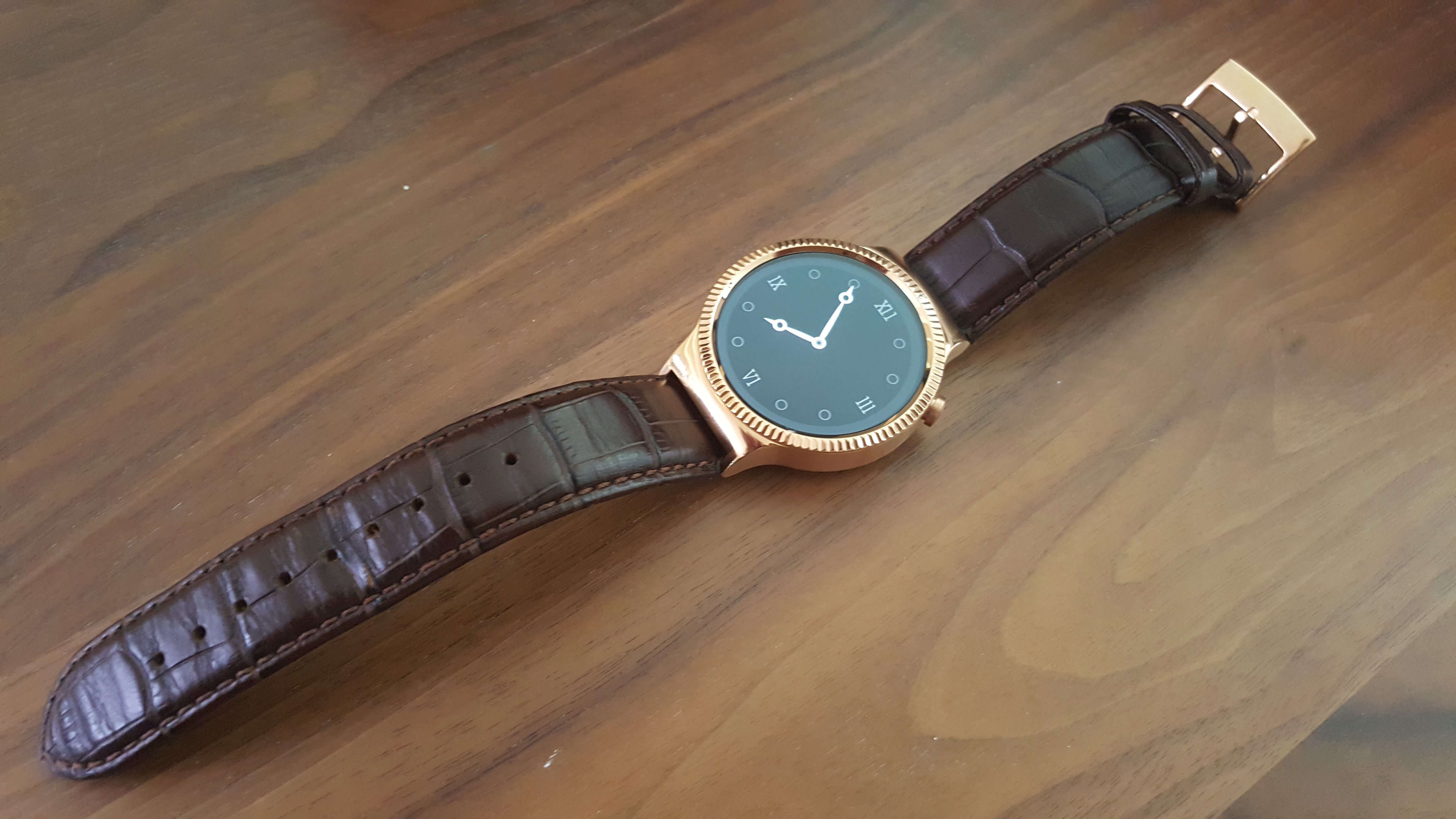 ed22af4882ed2 O Huawei Watch é um relógio inteligente de luxo um pouco grande ...