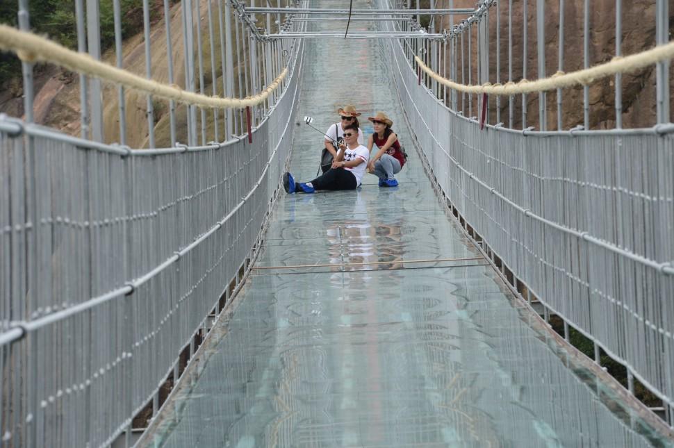 A maior ponte de vidro do planeta foi feita para quem gosta de ficar assustado