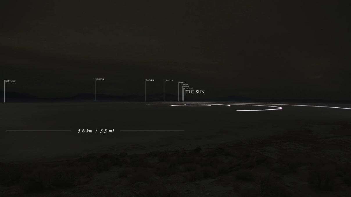 Este modelo do sistema solar em escala construído em um lago seco é incrível