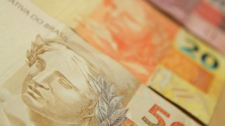 Cédulas de dinheiro. Foto: Marcos Santos/USP Imagens