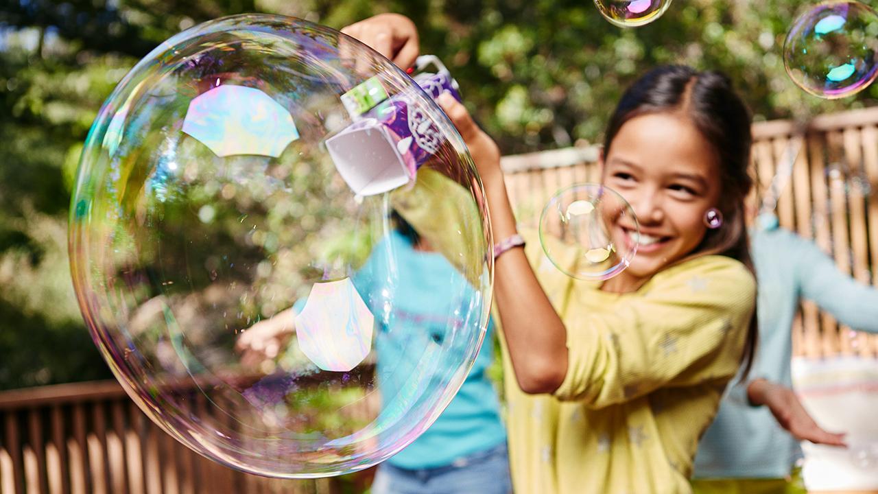 Pequenos blocos eletrônicos permitem a jovens inventores criar gadgets funcionais