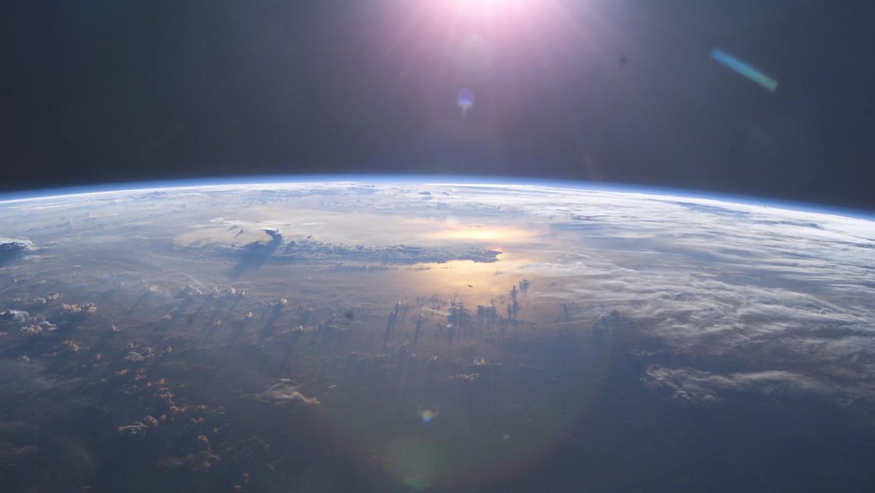 Um pedaço misterioso de lixo espacial está em rota de colisão com a Terra