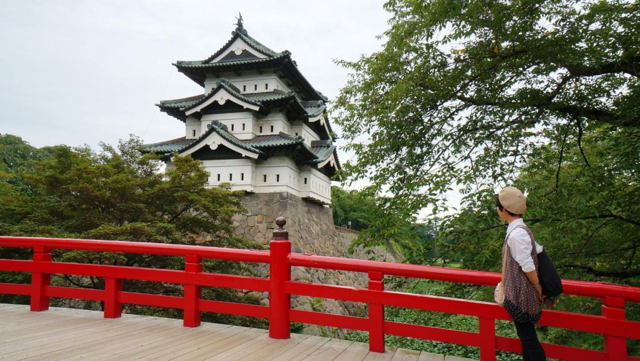 Os japoneses também não ficaram atrás em feitos de engenharia. Eles moveram um castelo de 400 toneladas para reformar suas fundações: