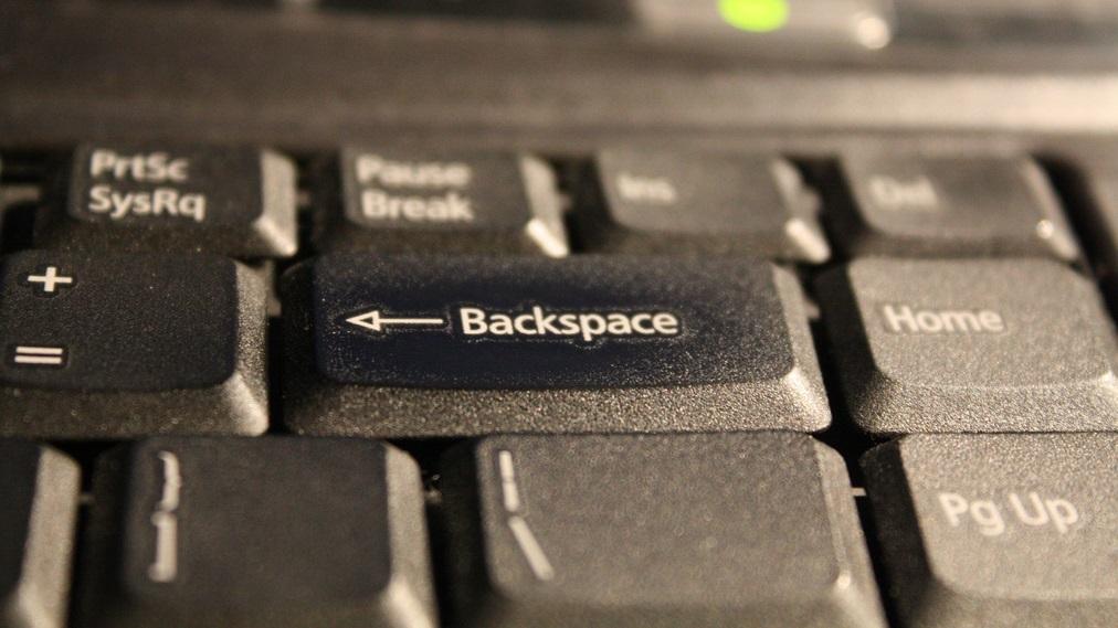 É possível invadir um computador com Linux pressionando backspace 28 vezes