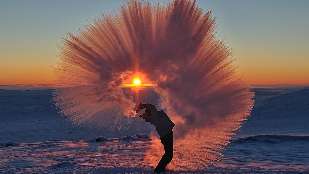 Uma foto resume como é o frio no Ártico durante o inverno