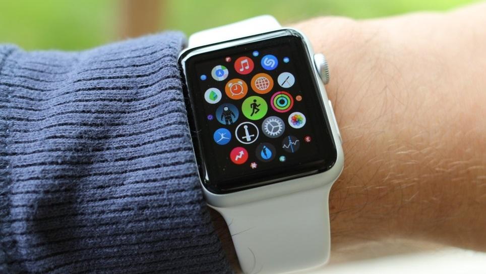 Apple Watch: todo mundo esperava que o relógio da Apple nos mostrasse se os smartwatches são mesmo uma boa ideia, ou apenas uma moda passageira. Uma pena que continuaremos a esperar por essa resposta.