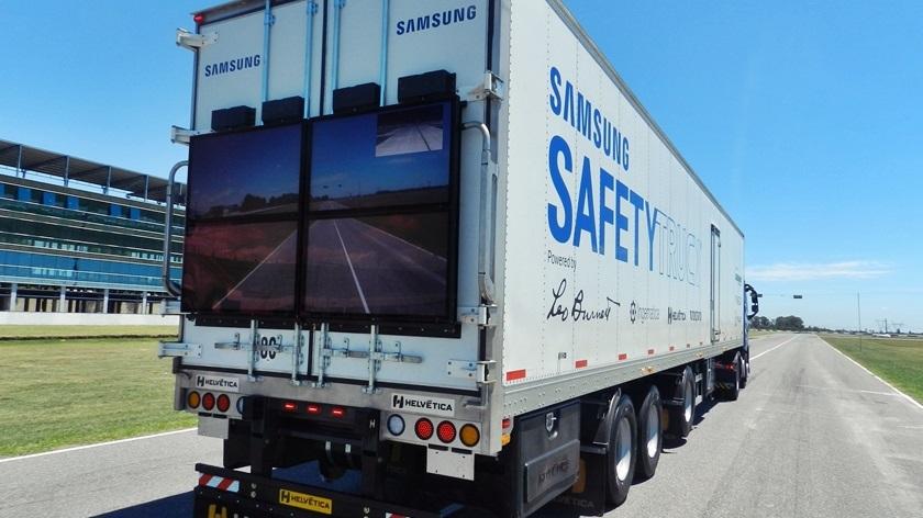 Caminhão da Samsung com telão para evitar acidentes ganha as estradas