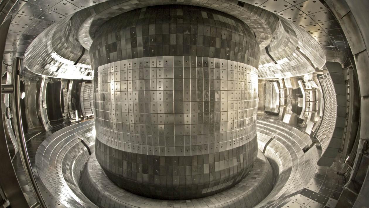 Reator de fusão nuclear na China atinge 50 milhões de graus durante 102 segundos