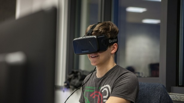 oculus rift no rosto e tela