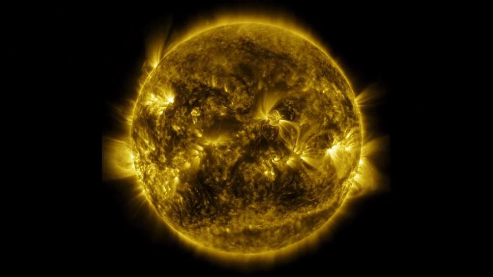 Este vídeo brilhante da NASA mostra um ano completo do Sol