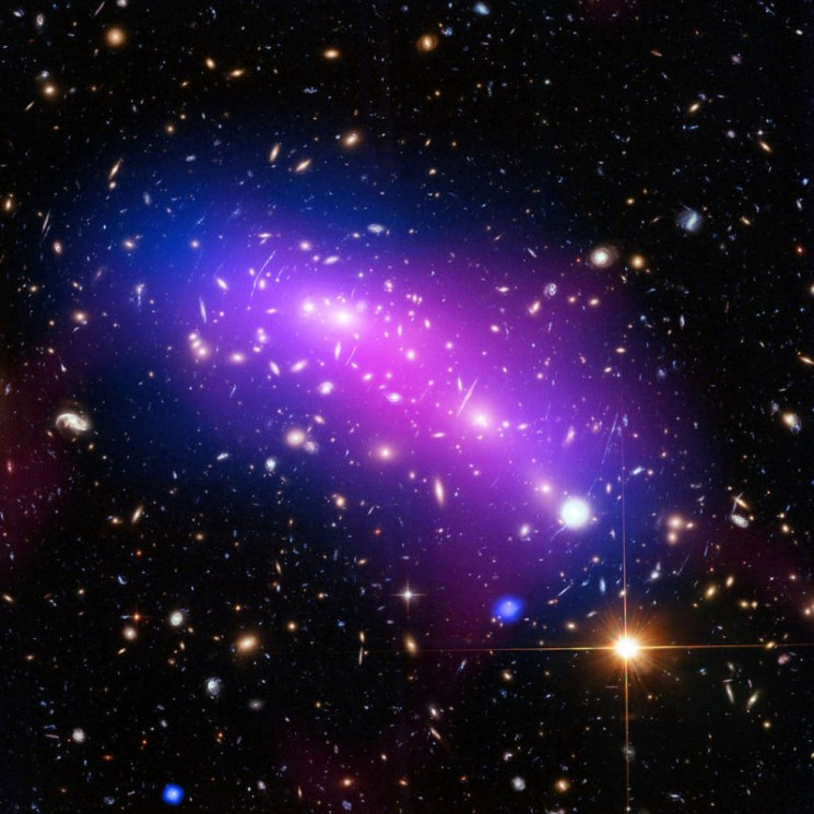 Foto tirada pelo Hubble mostra galáxias colidindo no espaço