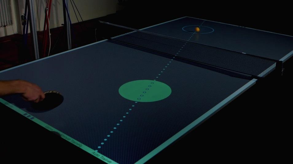Mesa inteligente de tênis de mesa ensina como jogar feito um profissional -