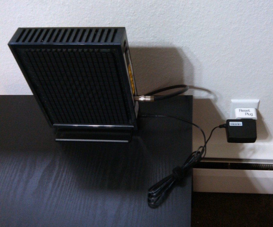 ResetPlug_Cable_modem_andRouter_in_one