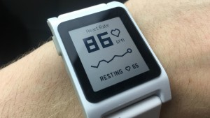 Novos smartwatches Pebble ganham monitor de batimento cardíaco e telas maiores