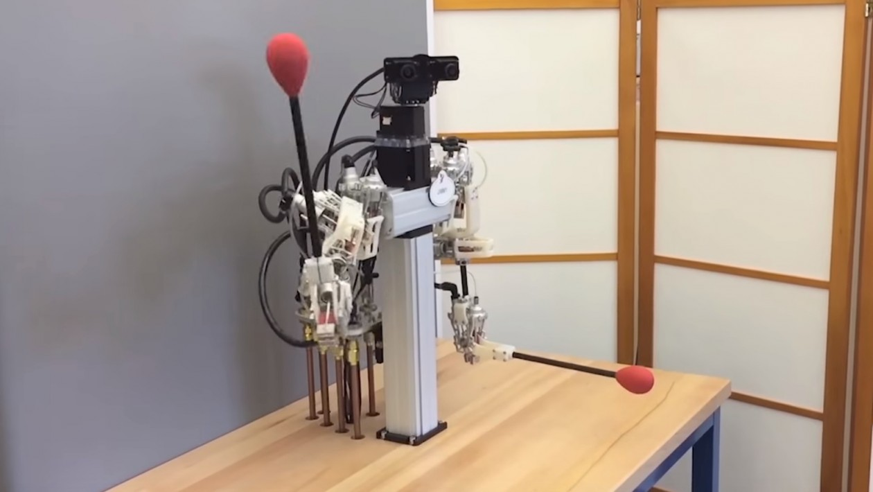 Robô de telepresença da Disney é tão preciso que até coloca uma linha na agulha