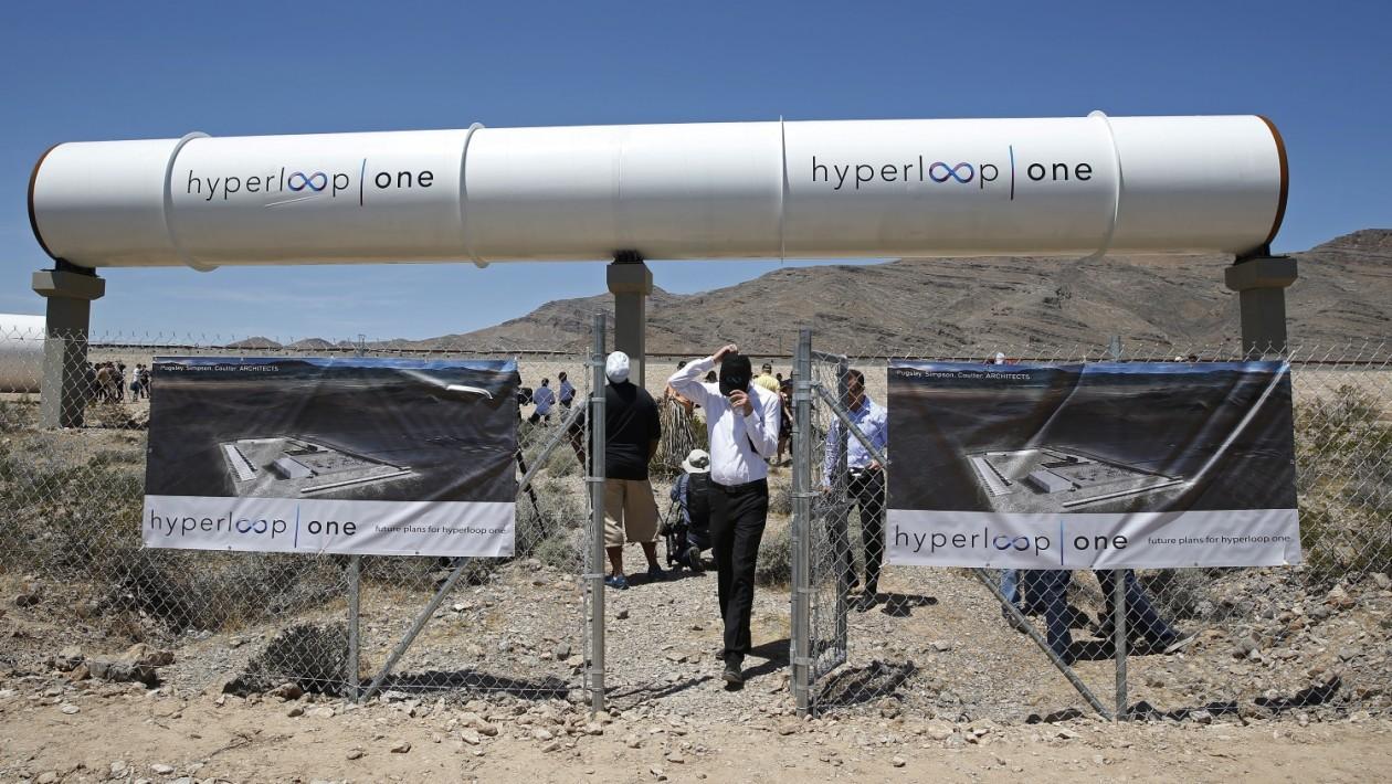 Tubo para o sistema de propulsão do hyperloop (John Locher/AP)
