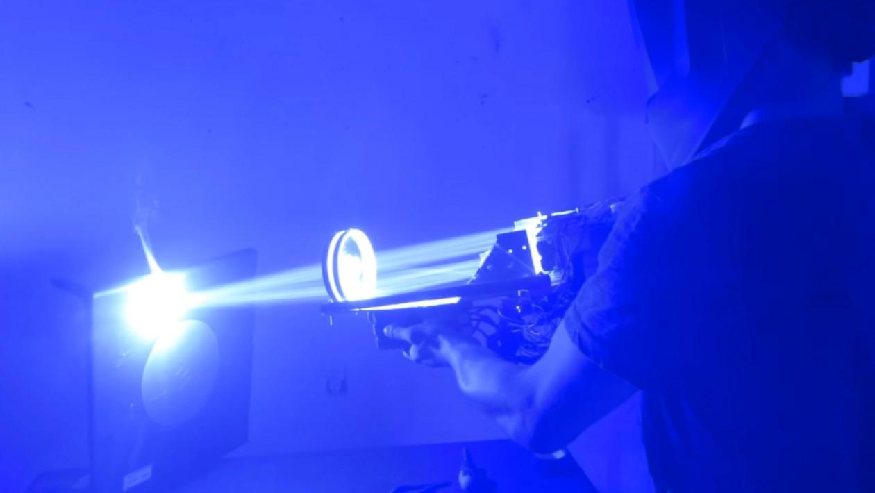 Bazuca laser de 200W é como uma Estrela da Morte que você pode segurar com as mãos