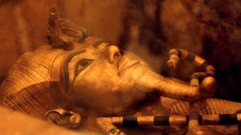 O faraó Tutancâmon do Egito Antigo tinha um punhal com lâmina espacial