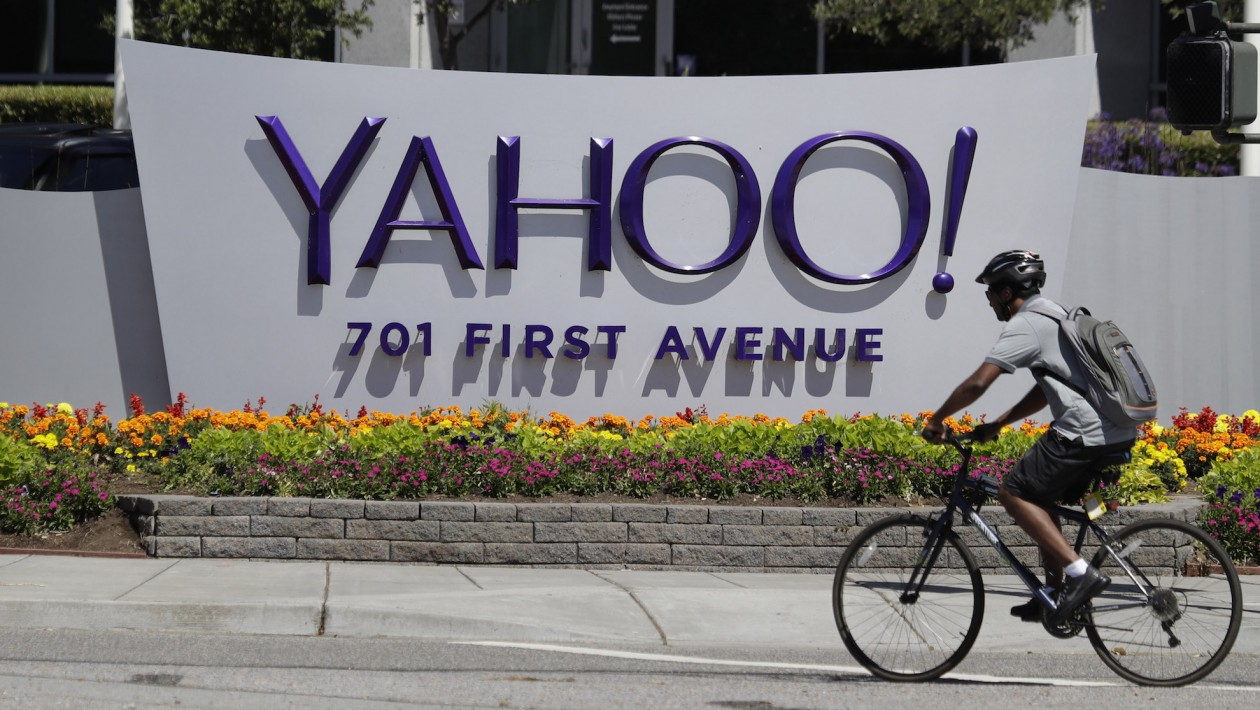 A cyclist rides in front of the Yahoo sign at the company´s headquarters Tuesday, July 19, 2016, in Sunnyvale, Calif. (AP Photo/Marcio Jose Sanchez)