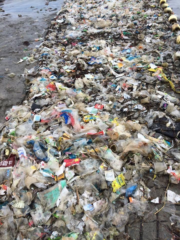 lixo praia hong kong (2)