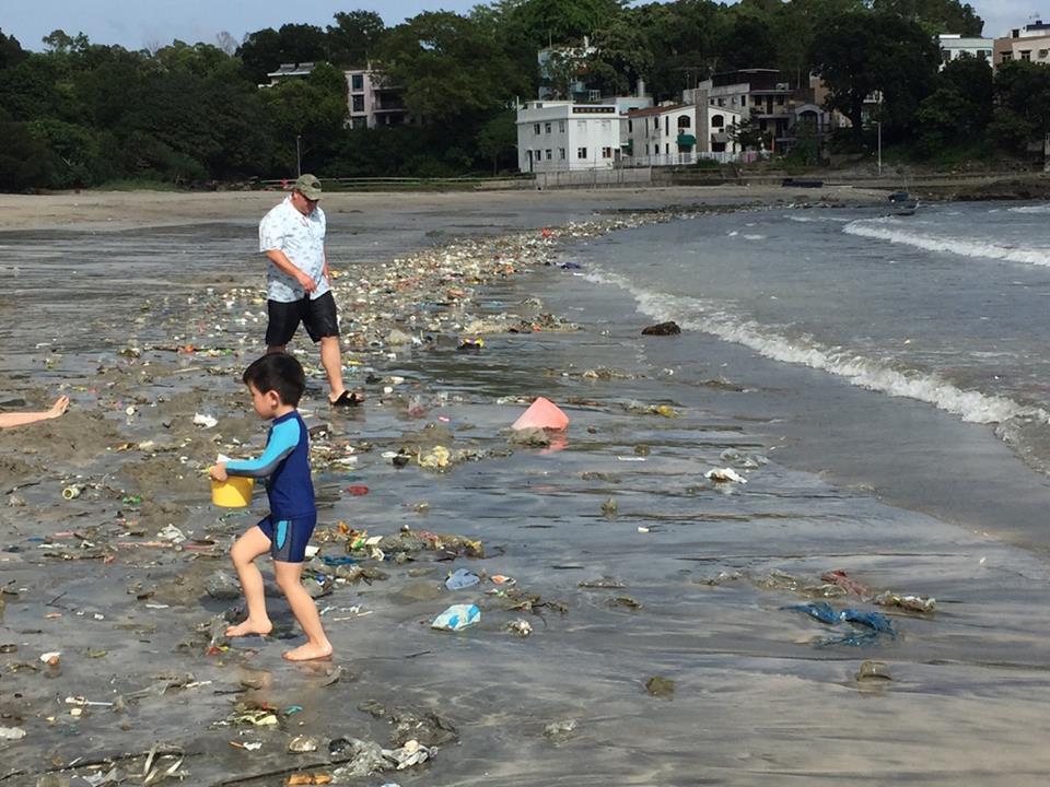 lixo praia hong kong (3)