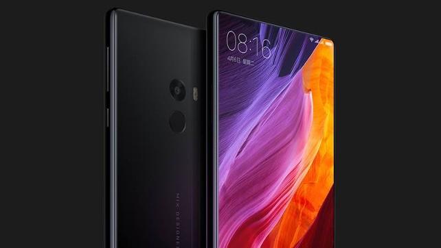 A tela do smartphone Xiaomi Mi Mix ocupa quase toda a parte frontal do aparelho -