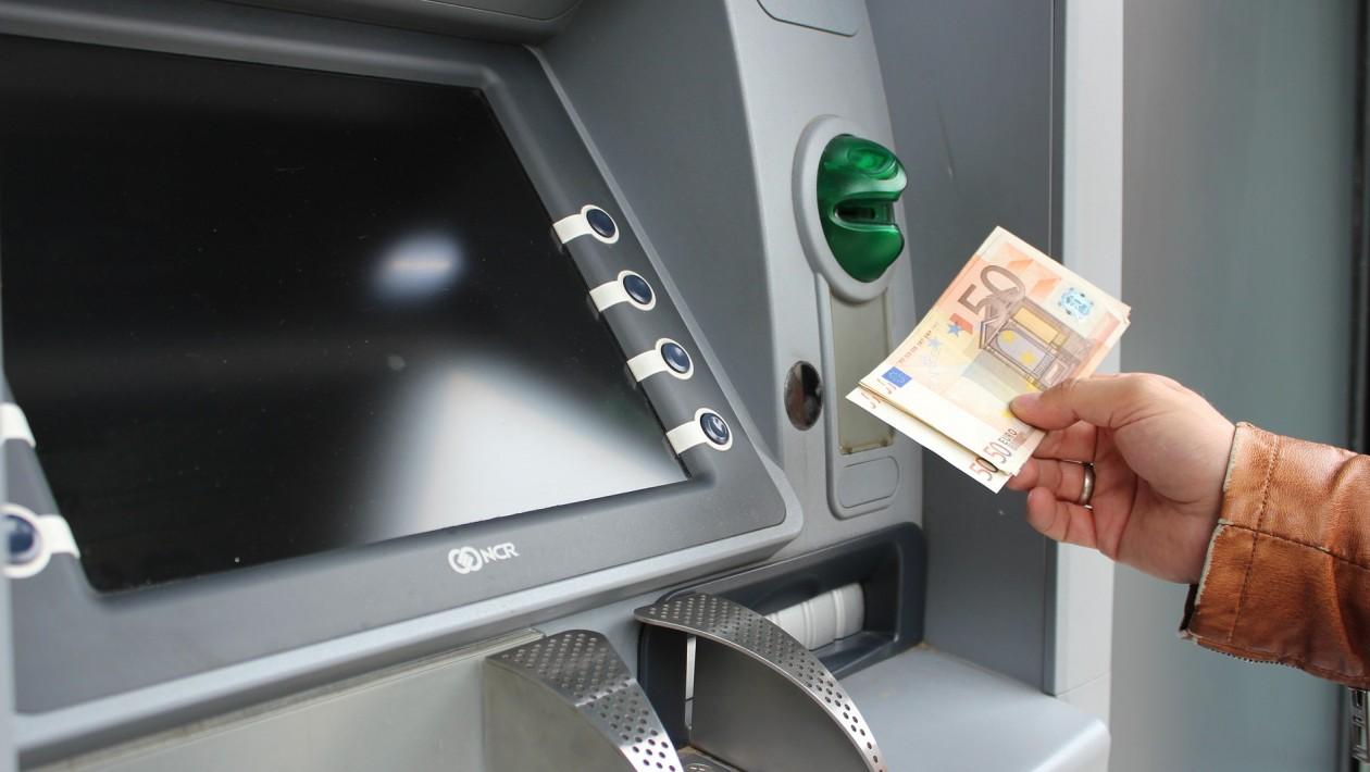 Ataque que faz caixas eletrônicos cuspirem dinheiro começa a se espalhar pelos EUA