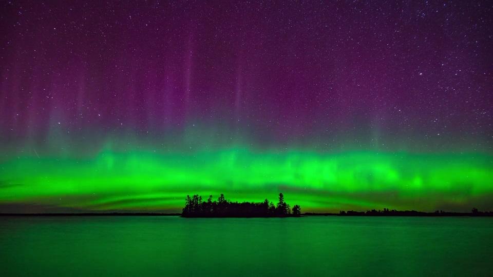 A aurora boreal ficou ainda mais impressionante neste timelapse