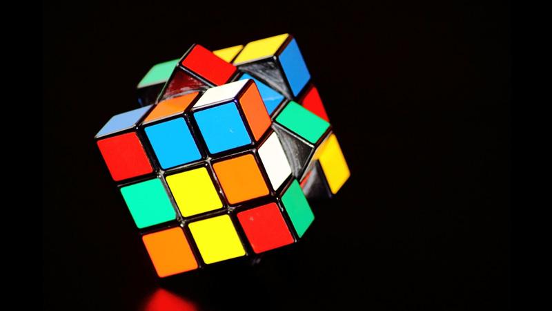 O truque usado para quebrar recordes ao resolver um cubo mágico