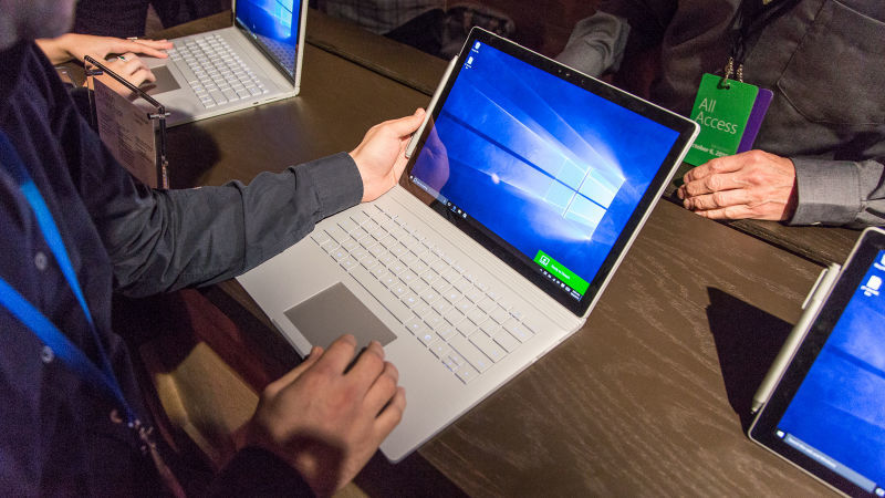 Computador com Windows 10. Crédito: Alex Cranz/Gizmodo