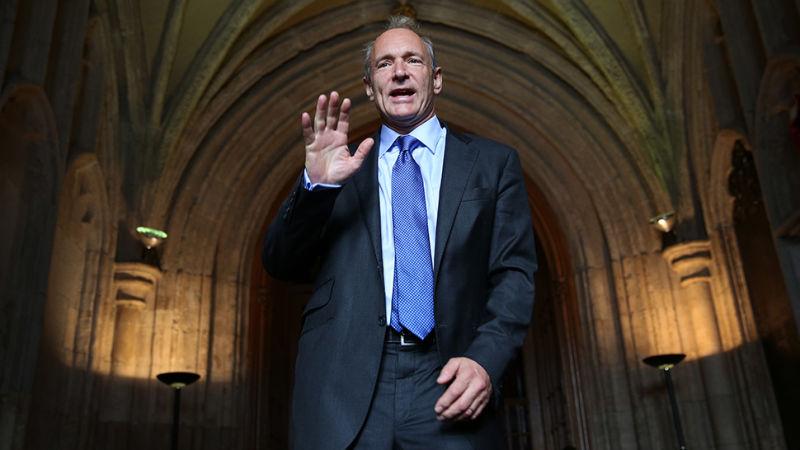 Tim Berners-Lee, o pai da web, está preocupado com o futuro da sua cria