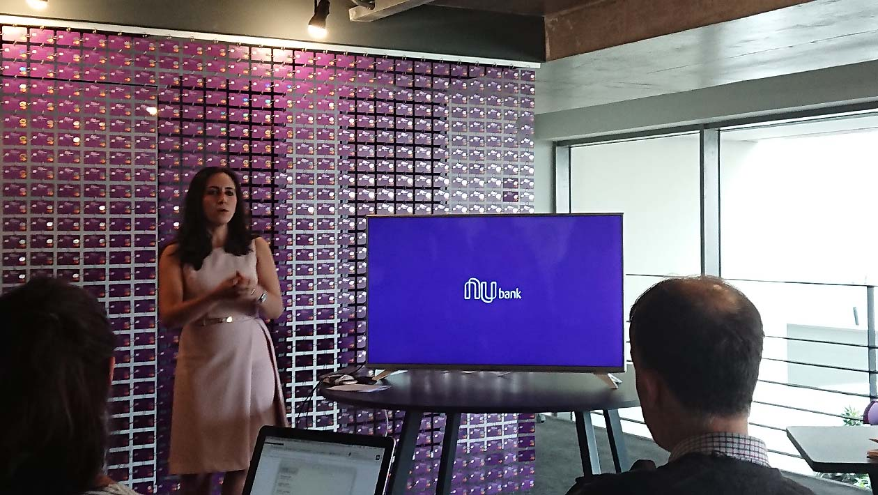 Cristina Junqueira, co-fundadora do Nubank, apresentando o Rewards