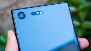 Sony-Xperia-XZ-Premium-00745
