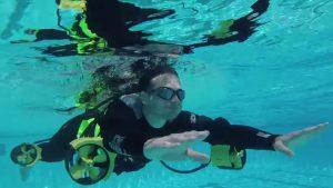Esta roupa de mergulho faz do pior nadador o próximo Michael Phelps