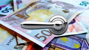 Alguém está entupindo privadas na Suíça com milhares de euros