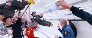 Assista crianças com desabilidades se divertindo em gravidade zero